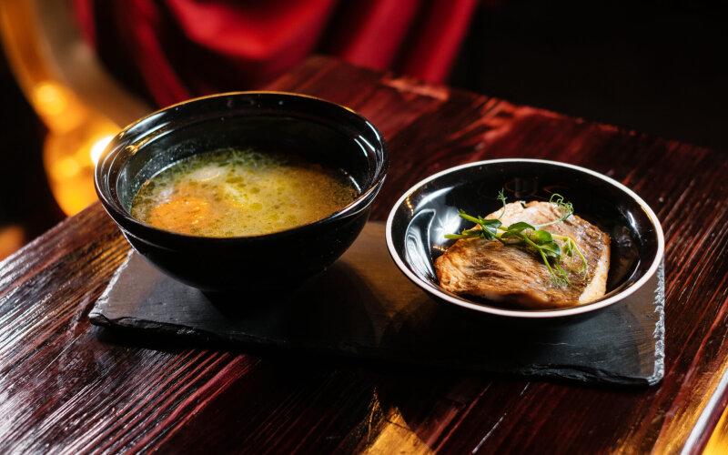 Суп из дорады с саламуром из помидоров