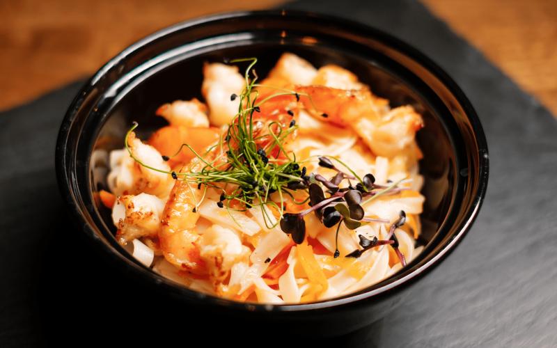 Лапша рисовая с лососем