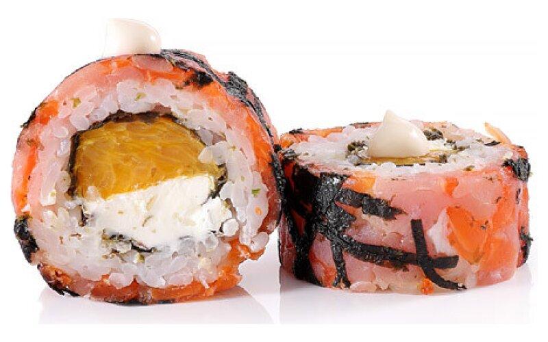 Ролл «С тунцом, лососем и апельсином»