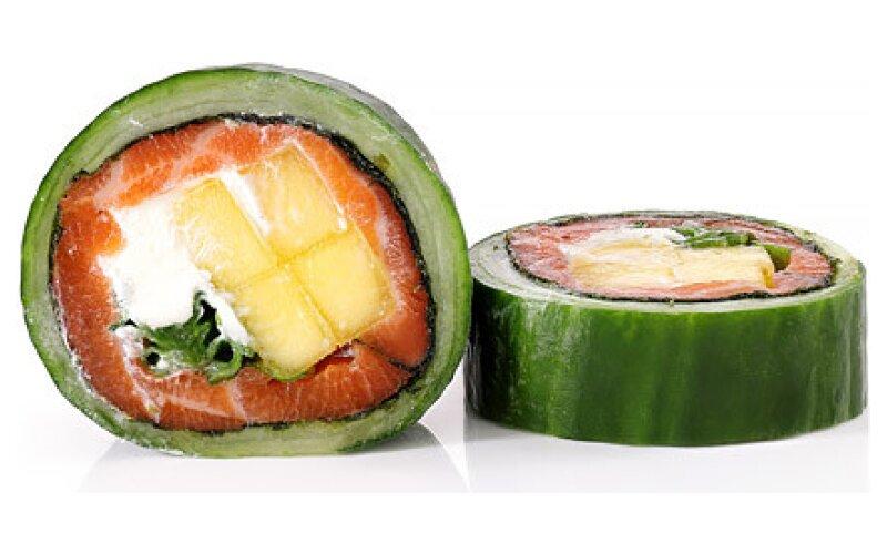 Ролл-сашими лосось и манго