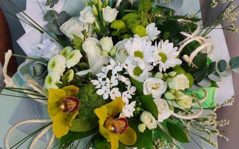 Букет цветов «Элегантная роскошь»