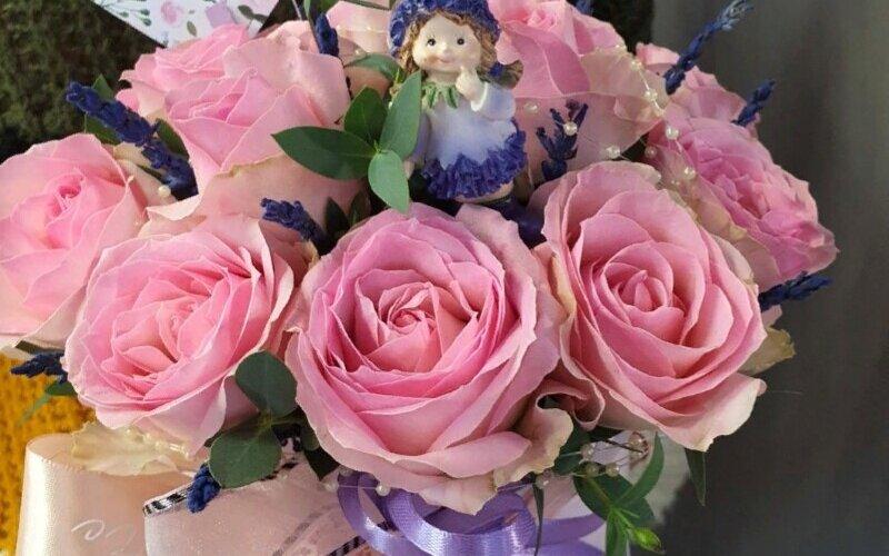 Шляпная коробочка с розами и лавандой
