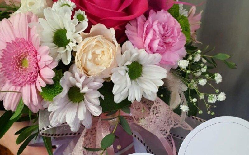 Шляпная коробка с цветами «Пинк лав»