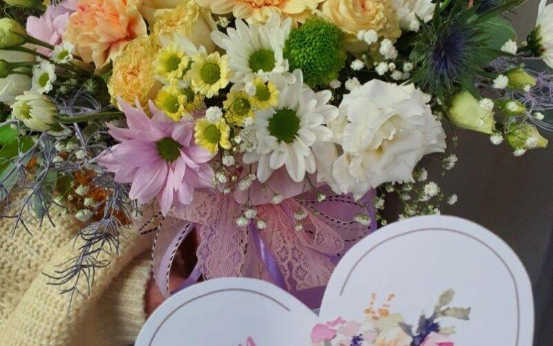 Шляпная коробка с цветами «Мамуле»