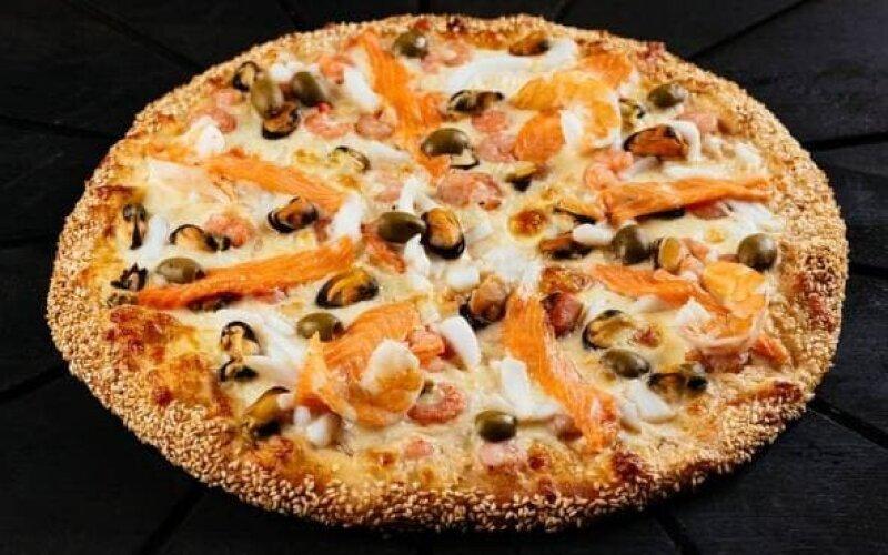 Пицца с морской начинкой