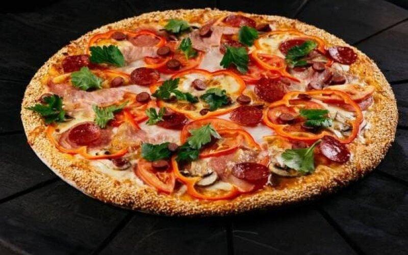 Маленькая пицца с мясной начинкой