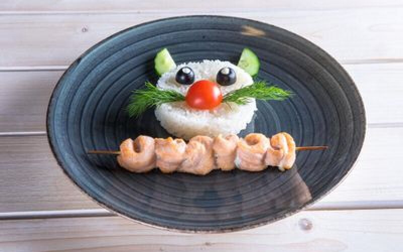 Шашлычок из лосося с рисом Гохан