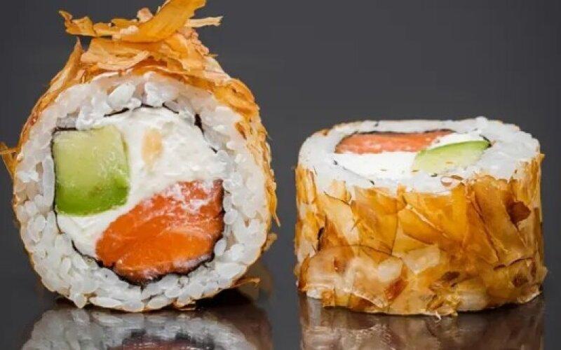 Ролл «Бонито с лососем»