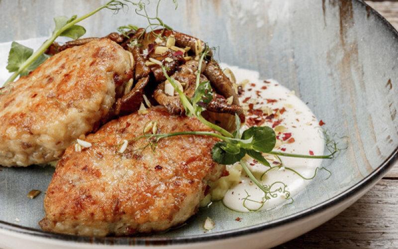 Гречаники с картофельным пюре и жареными грибами