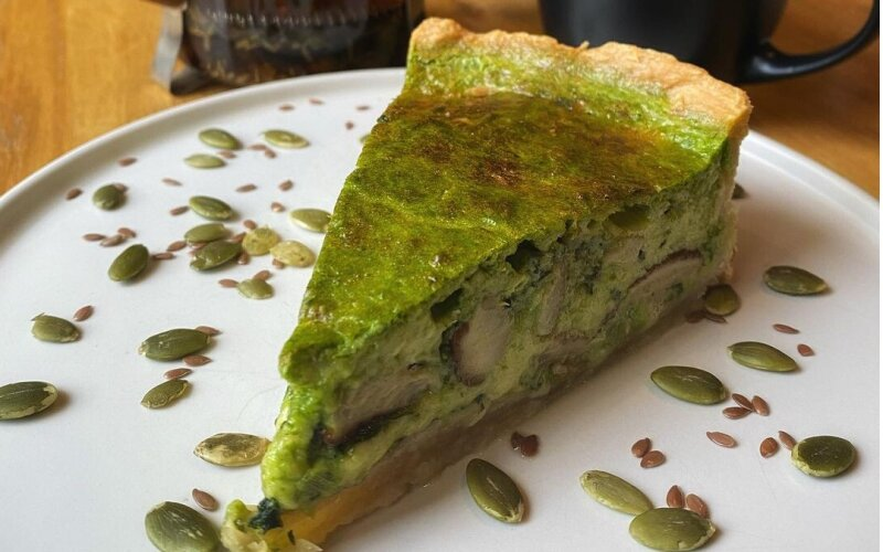 Пирог с белыми грибами и шпинатом