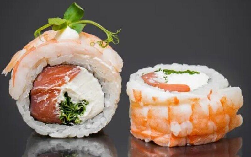 Ролл с креветкой и лососем
