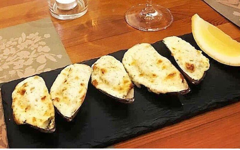 Мидии, запечённые под сырным соусом